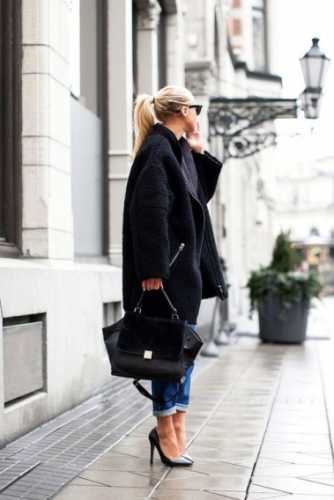 пальто оверсайз с укороченными джинсами