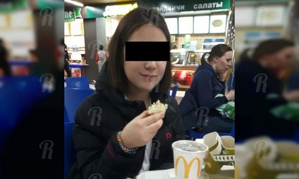 11-летняя девочка заперла  младшую сестру в горящей комнате и сбежала из дома с деньгами