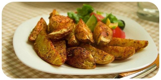 Ароматные острые дольки из картофеля — отличное блюдо к пиву