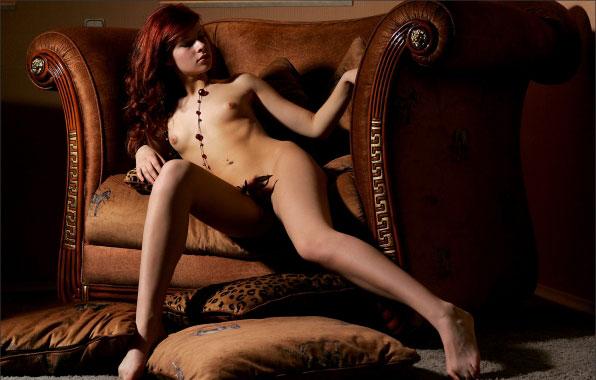 Daria, порноактриса, фотомодель, между ног.