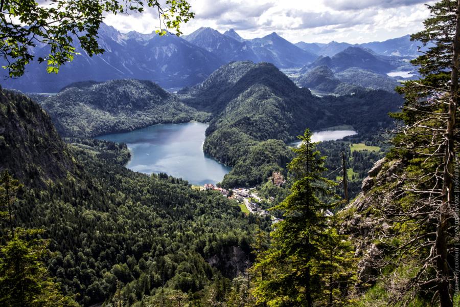 Альпийские горы, озера и леса