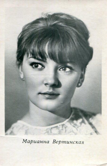 Марианна Вертинская на советских открытках.