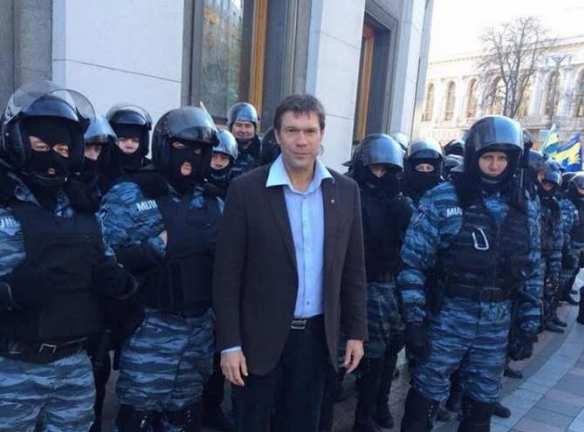 Украинское общество согласно с тем, что миллионы жителей Донбасса «просто умрут» — Олег Царев
