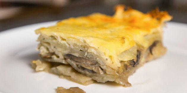 Запеканка с картошкой и грибами под сырной корочкой