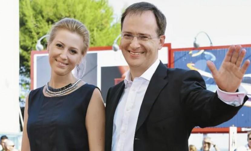 В заботах о демографии: Министр культуры Владимир Мединский готовится в четвертый раз стать отцом
