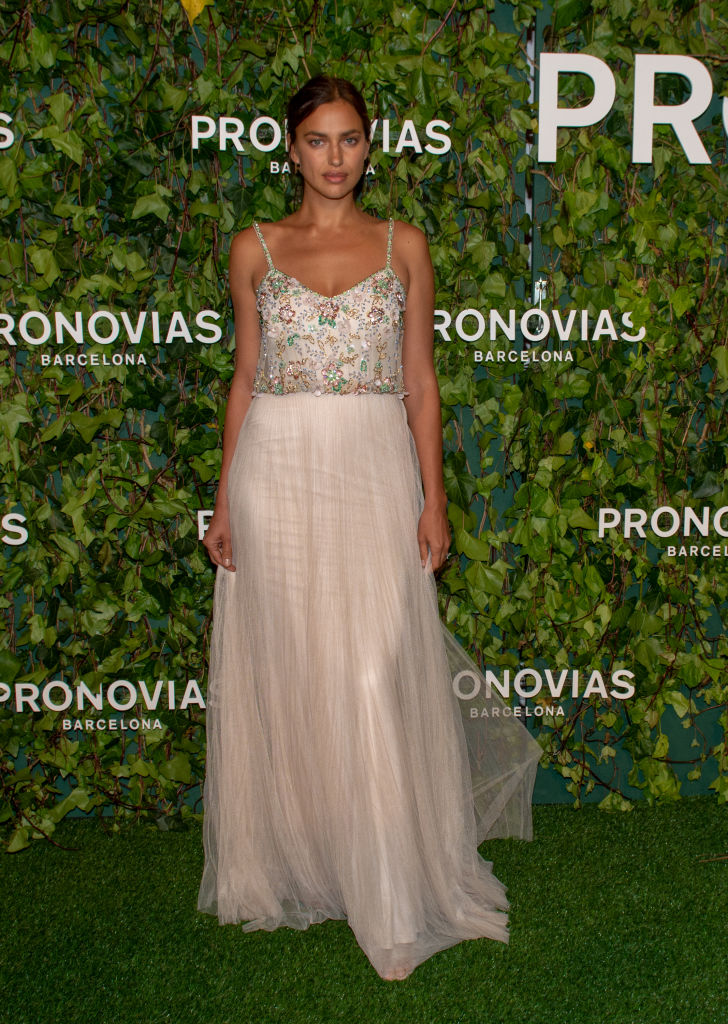 Ирина Шейк в свадебном платье Pronovias