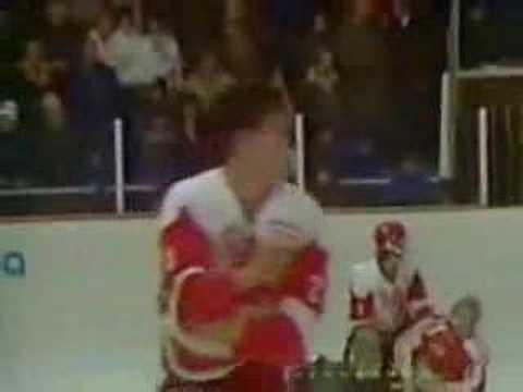 Hockey News смахнул пыль с потасовки с привкусом холодной войны