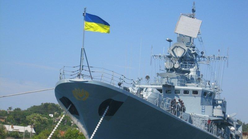 Флагман украинских ВМС вместо ремонта доломали на заводе Порошенко