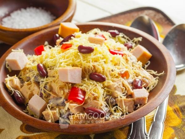 Салат с фасолью, ветчиной и сыром