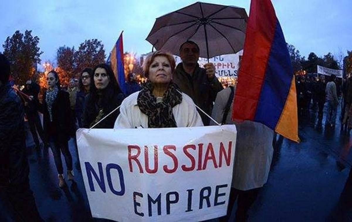 Армения: а Москва проявляет …