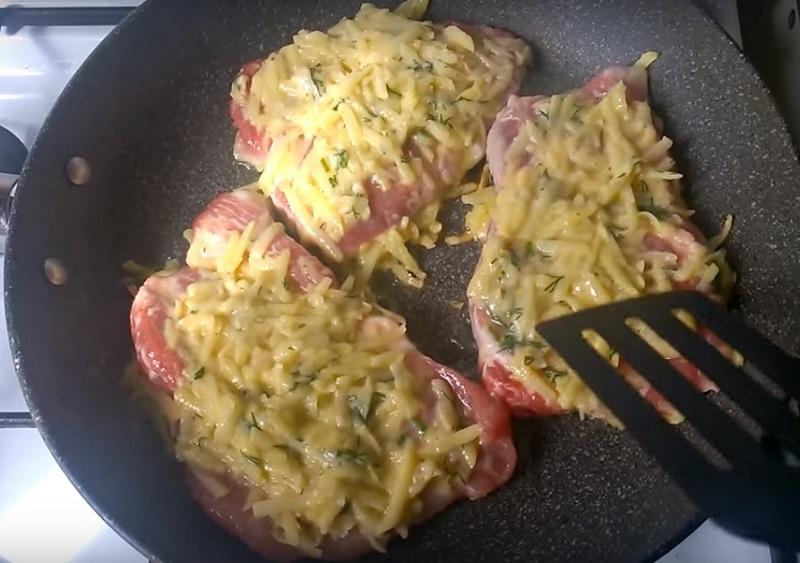 мясо запеченное с картошкой в духовке