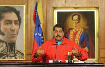 Вокруг президентского дворца в Каракасе сосредоточили бронетехнику