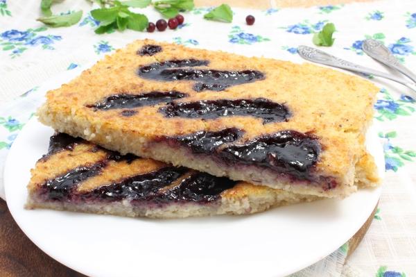 Овсяный пирог с вареньем