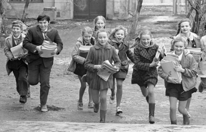Советская школьная форма / Фото: svetlanka-moda.com