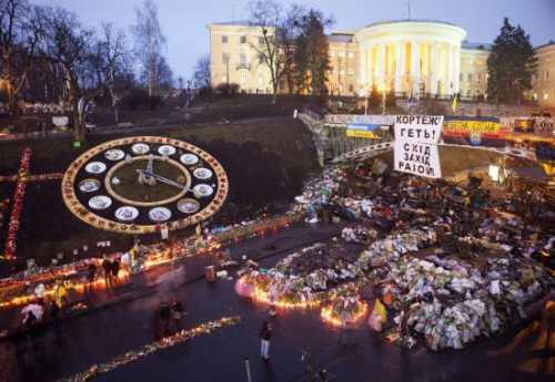 Польша способствует превращению Украины в геополитическую дыру