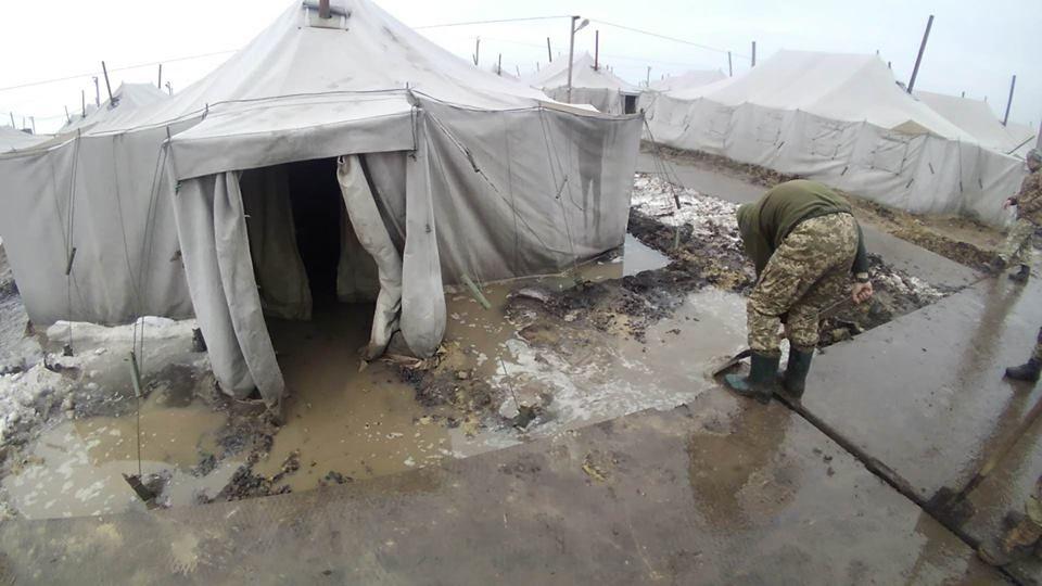 Воюют с собственным народом, да ещё за копейки. ВСУ тратят на содержание солдат меньше, чем Албания