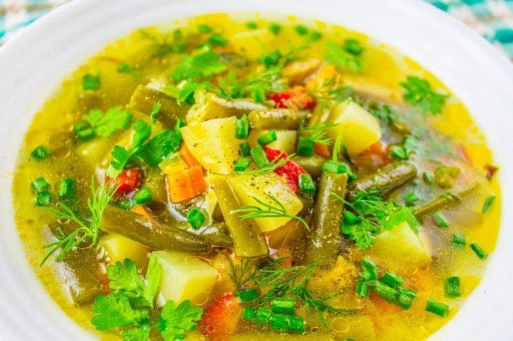 Суп рисом, крапивой и стручковой фасолью