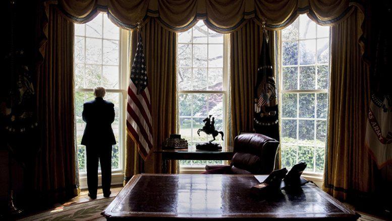 """Свалить всё на """"рыжего"""": Как «русский шпион, лжец и бабник» Трамп обрушил имидж Америки в мире"""