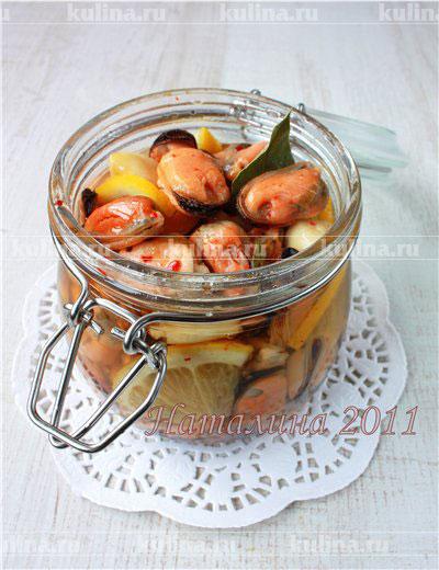 Жареные мидии в маринаде с лимоном и чесноком