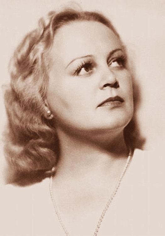 Она умерла из-за неудачно сделанной пластической операции - ей было 88. Счастливая женщина...