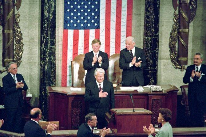 """Господи, благослови Америку!"": Рассекречена присяга Ельцина в конгрессе США"