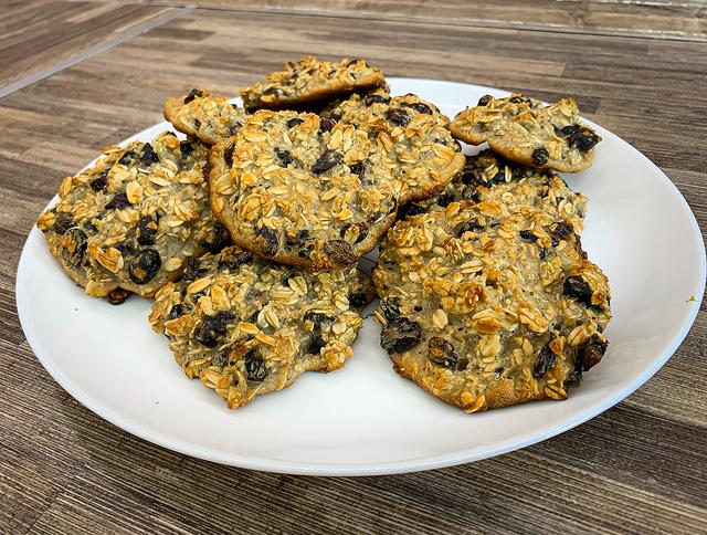 Фото к рецепту: Овсяное печенье из хлопьев