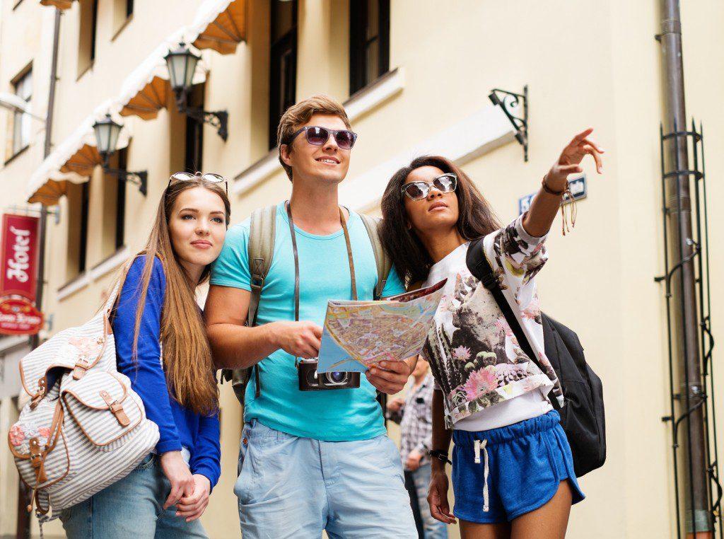 Как туристу не попасть «в руки» аферисту: разводы, аферы, махинации