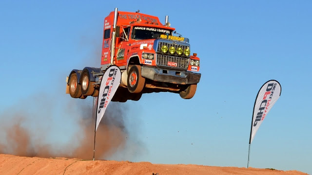 Летающие грузовики, нереальные прыжки с трамплина