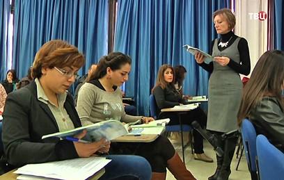 Российские военные передали сирийскому университету учебники