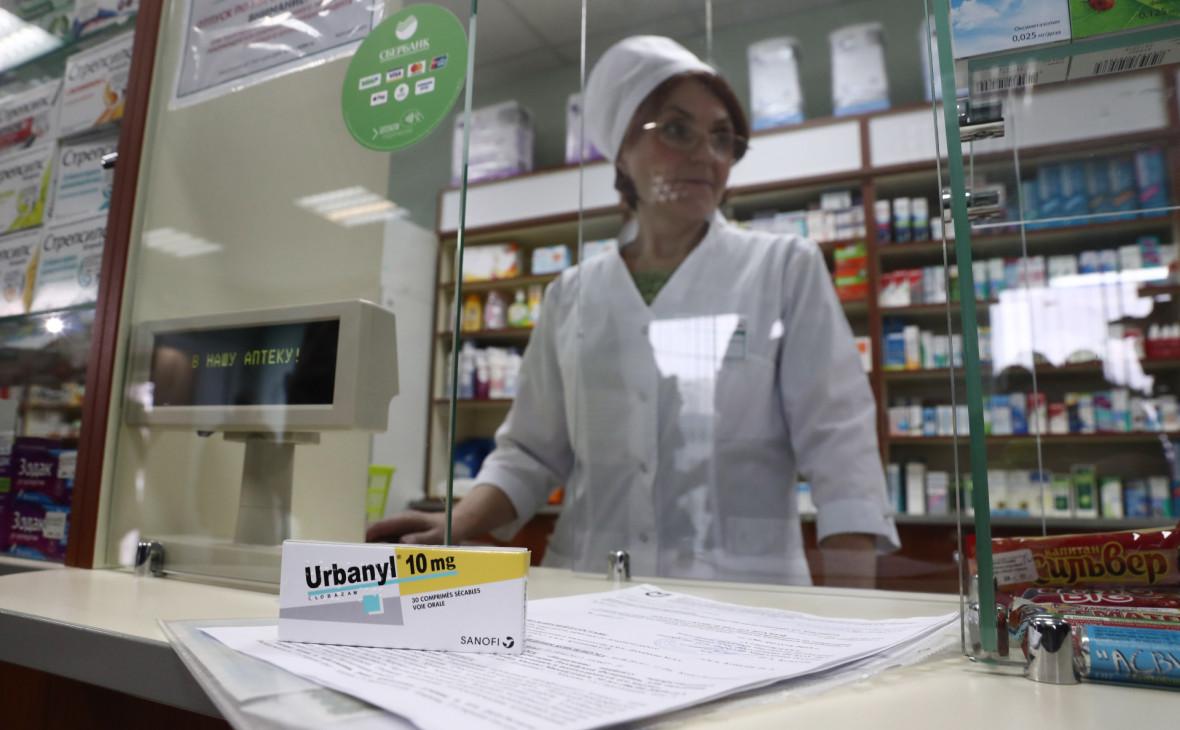 Путин разрешил ввозить в Россию незарегистрированные лекарства