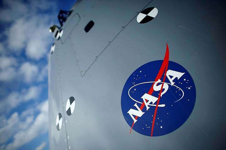 США предложили России использовать свои скафандры для выхода в открытый космос с окололунной станции