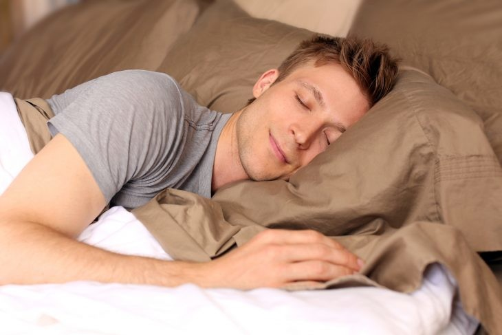 Почему, когда человек засыпает, он испытывает чувство падения?
