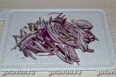 Салат из зеленой редьки с мясом и яичными блинчиками, Шаг 07