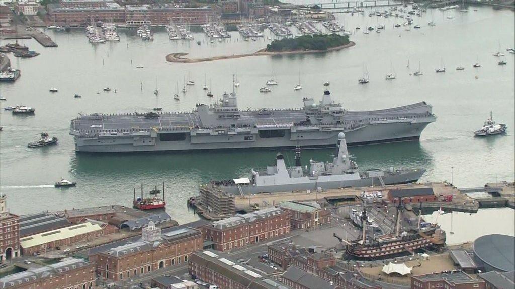 Новый британский авианосец Queen Elizabeth прибыл в Портсмут