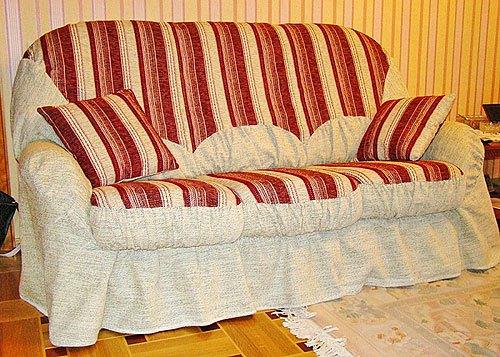 Красивый полосатый чехол на диван 6
