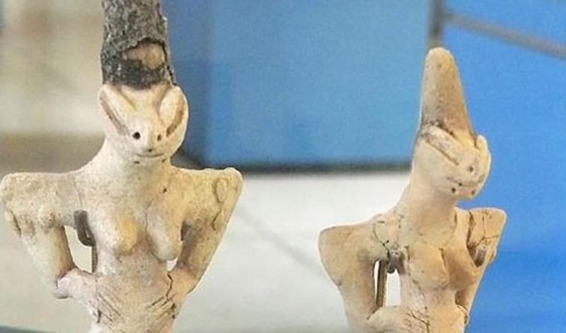 Люди-ящерицы 5000 лет до нашей эры — вот, сколько существуют эти, по-настоящему странные и страшные изображения людей-ящериц. Ученые не нашли никаких доказательств того, что подобные племена и в самом деле существовали на нашей планете — но объяснить чрезмерно детализированные фигурки ящеролюдей они тоже не могут.