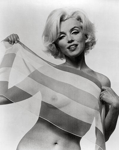 У Мэрилин был размер груди - 36D, но в пошивочном цехе обычно старались скроить чашки лифа таким образом, чтобы грудь казалась еще больше.