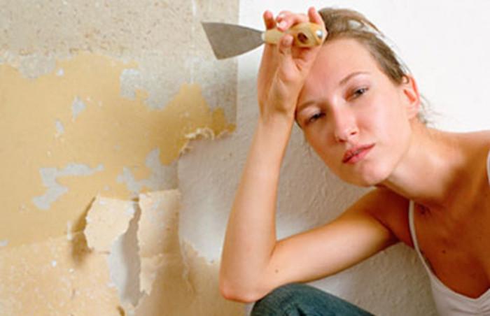 До безобразия простой способ, как снять даже «упрямые» обои со стен быстро и бесследно