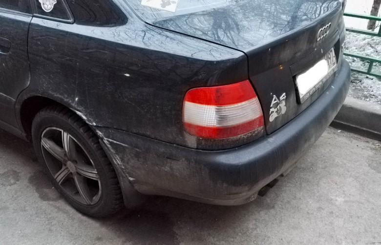 Зацепил припаркованный во дворе автомобиль, хозяин не объявляется. Что делать?