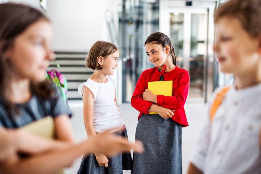 Как научить ребенка дружить со сверстниками: 5 советов от педагога-психолога