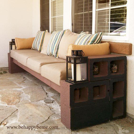 Скамья, ставшая диваном
