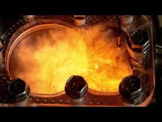 Работа двигателя на бензине, спирте, ацетилене с прозрачной крышкой