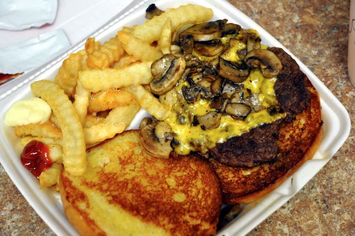 Названы 10 блюд-убийц, которые уничтожают сердце человека