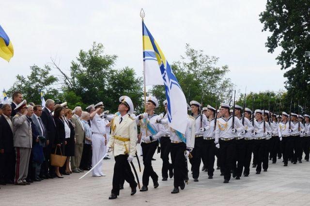 Патриоты за квартиру. Почему офицеры ВМСУ грозят уехать в Крым?