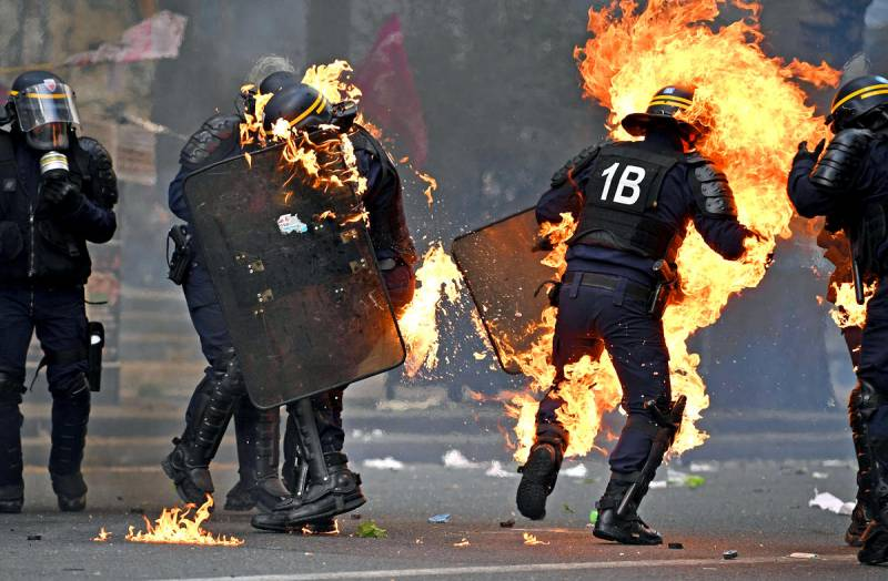 «Сгорел сарай, гори и хата!»: во Франции решается судьба Европы