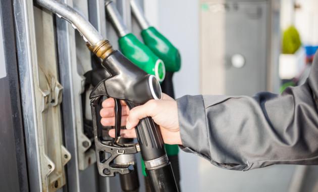 Цены на топливо в России не снизил даже выход НПЗ из ремонтов