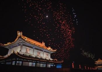 Опубликовано видео светового шоу с 1374 дронами в Китае