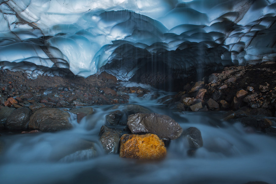 Снежные пещеры Камчатки в фотографиях