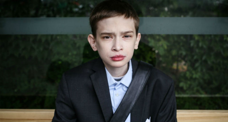 Болезнь заточила 25-летнего поляка в теле 12-летнего мальчика