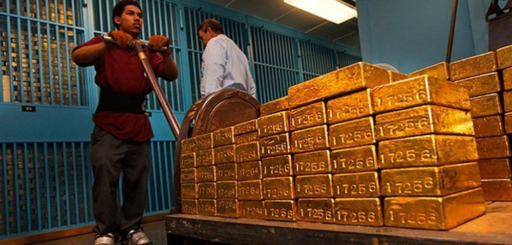 ФРС больше доверия нет: Золото бежит из США